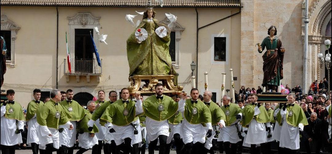 Sulmona - La madonna che scappa in piazza